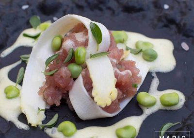 Tartare di Tonno con insalatina di Asparagi bianchi, Fave e Zabaione al Riesling
