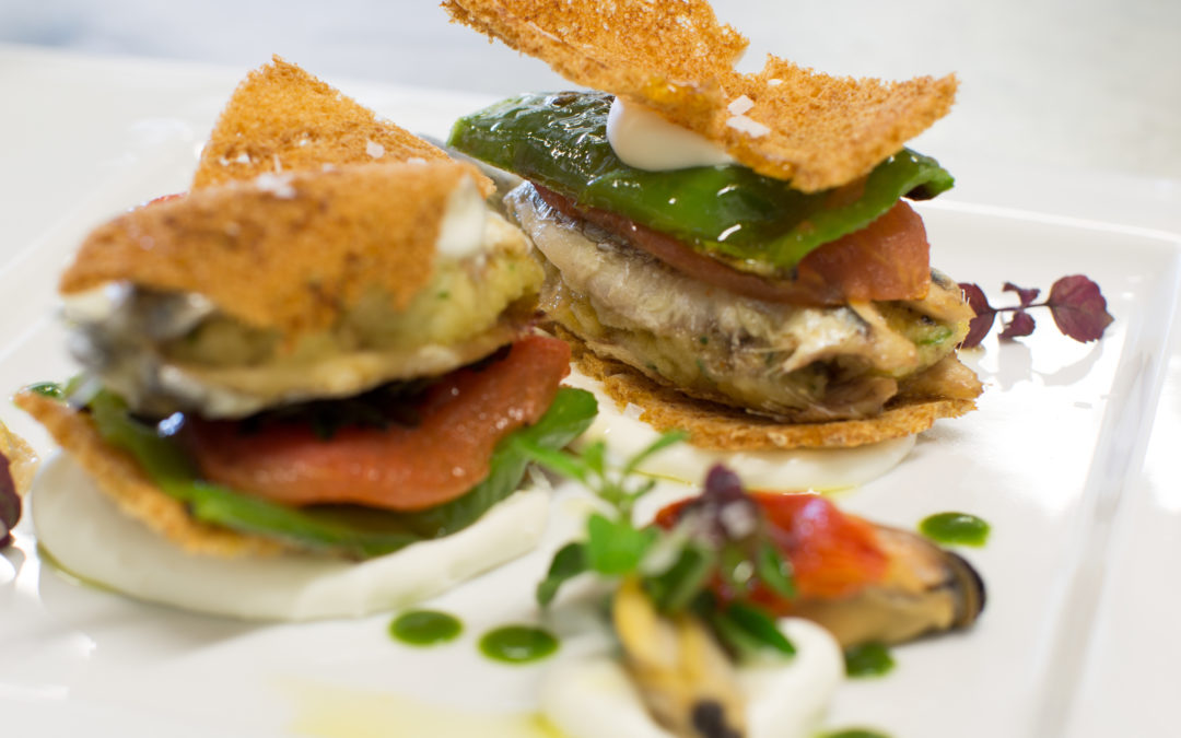 Recipe: Anchovy's sandwich filled with mussels and clams, with burrata cream, tomatoes and friggitelli peppers
