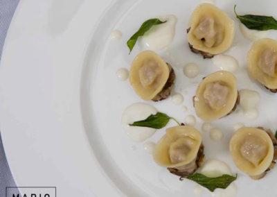 Cappelletti di Salsiccia e Stracchino, Ragù di Funghi e Salvia fritta