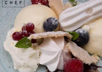 Semifreddo alla vaniglia, frutti di bosco e meringa